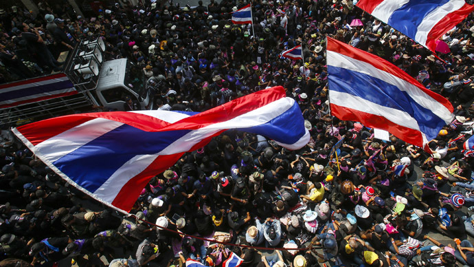 Anti-government protesters gather outside the Royal Thai Police headquarters during a rally in central Bangkok February 26, 2014. (Reuters/Athit Perawongmetha)