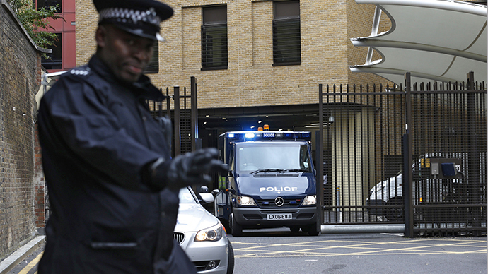 A police officer guards the rear entrance of Westminster Magistrates Court as the van carrying bombing suspect John Downey leaves, in London May 22, 2013. (Reuters / Suzanne Plunkett)