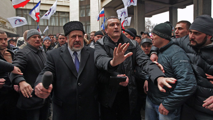 Foreground, from left: Head of the Mejlis of the Crimean Tatar People, Refat Chubarov, and leader of the Russian Unity public organization and deputy of autonomous Crimea region's parliament Sergei Aksyonov (RIA Novosti / Taras Litvinenko)