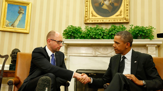 U.S. President Barack Obama shakes hands as he hosts a meeting with Ukraine Prime Minister Arseniy Yatsenyuk in the Oval Office of the White House in Washington, March 12, 2014.(Reuters / Larry Downing)