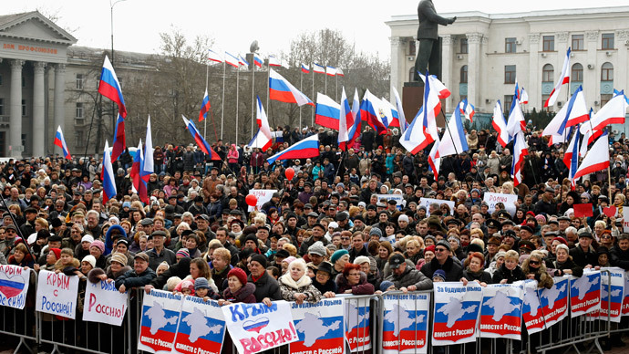 Pro-Russian supporters attend a rally in Simferopol, March 9, 2014.(Reuters / Vasily Fedosenko)