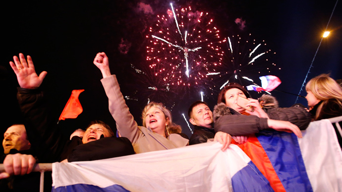 People celebrate as the preliminary results of today's referendum are announced on Lenin Square in the Crimean capital of Simferopol March 16, 2014 (Reuters / David Mdzinarishvili)