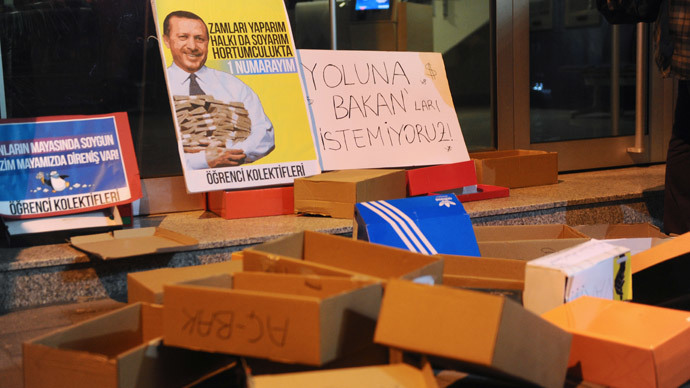 Shoe boxes thrown by protestors remain outside the entrance of a Halkbank bank branch in the Besiktas district of Istanbul during a demonstration march against corruption on December 19, 2013.( AFP Photo / Ozan Kose)