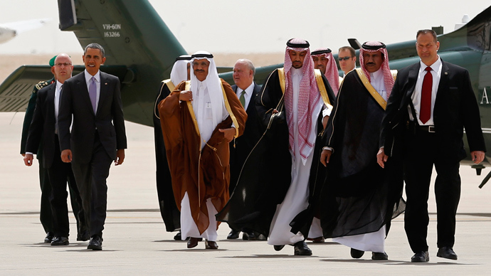 U.S. President Barack Obama (2nd L) is escorted from Marine One to board Air Force One as he departs Saudi Arabia to return to Washington, March 29, 2014 (Reuters / Kevin Lamarque)