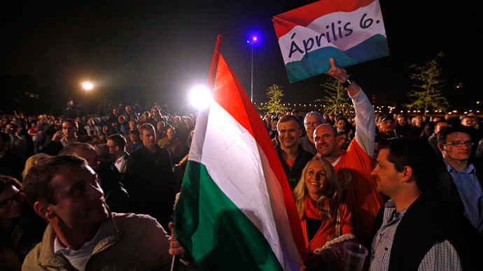 Supporters of ruling Fidesz party wait for the preliminary results of parliamentary elections in Budapest April 6, 2014.(Reuters / Laszlo Balogh )