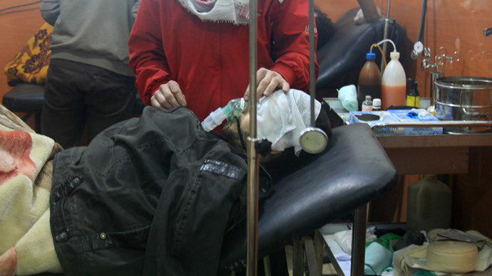 People being treated at a field hospital after an alleged poison gas attack by troops loyal to President Bashar al-Assad in the rebel-held city of Daraya, southwest of the capital Damascus, on January 13, 2014. (AFP Photo / Fadi Dirani)