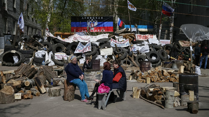 Pro-Russian protesters sit near barricades at the police headquarters in the eastern Ukrainian town of Slaviansk April 18, 2014. (Reuters/Gleb Garanich)