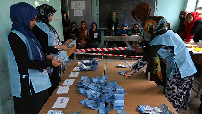 Election officials hold a ballot paper during the vote counting process at a polling station in Herat Province, April 5, 2014 (Reuters / Omar Sobhani)