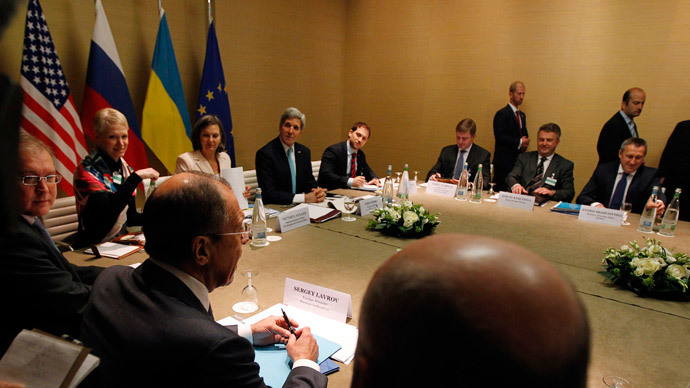 Russian Foreign Minister Sergei Lavrov (2nd L) speaks at the start of a quadrilateral meeting with US Secretary of State John Kerry (Top C) and Ukrainian Foreign Minister Andriy Deshchytsya (R) as representatives of the United States, Ukraine, Russia and the European Union meet about the ongoing situation in Ukraine in Geneva on April 17, 2014. (AFP Photo - Pool / Jim Bourg)