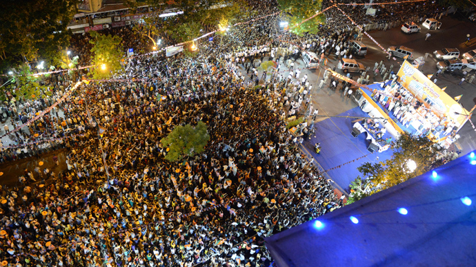 Indian Bharatiya Janata Party (BJP) supporters in large numbers attend a rally by Chief Minister of western Gujarat state and BJP prime ministerial candidate Narendra Modi in Ahmedabad on May 16, 2014 (AFP Photo)
