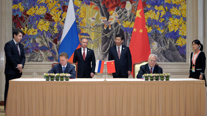 China's President Xi Jinping (back R) and Russia's President Vladimir Putin (back L) attend an agreement signing ceremony in Shanghai on May 21, 2014, with Gazprom CEO Alexei Miller (front L) and Chinese state energy giant CNPC Chairman Zhou Jiping (front R) signing an agreement.(AFP Photo / Alexey Druzhinin )