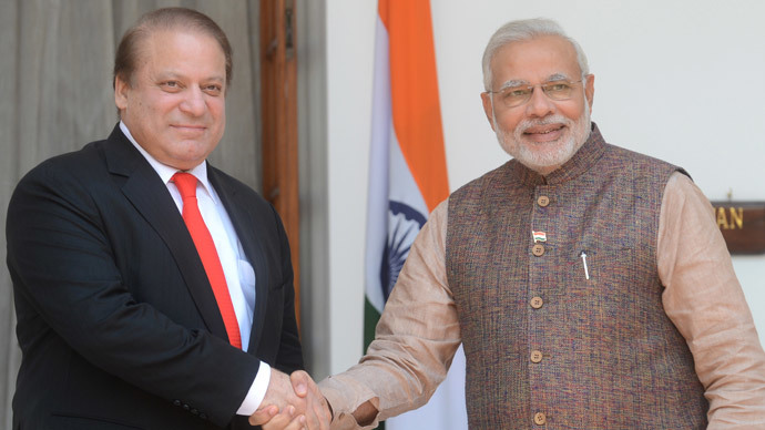 India's newly sworn-in Prime Minister Narendra Modi (R) shakes hands with Pakistani Prime Minister Nawaz Sharif during a meeting in New Delhi on May 27, 2014. (AFP Photo / Raveendran)