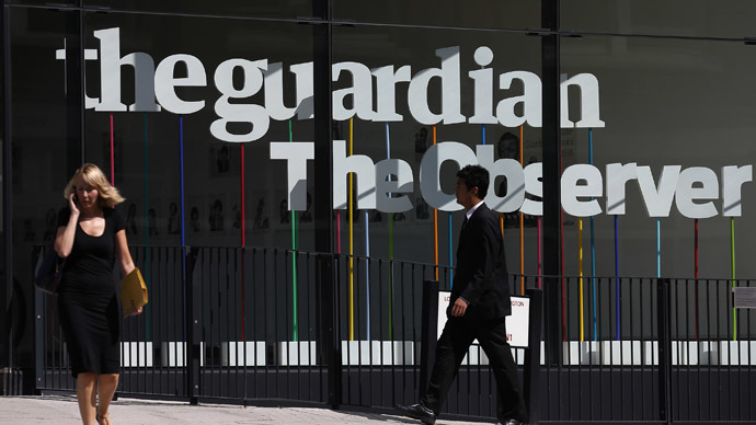 Pedestrians walk past the entrance of the Guardian newspaper building in London (Reuters/Suzanne Plunkett)