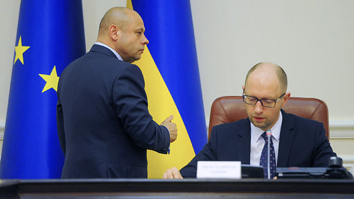 This handout photo taken and released on June 16, 2014 by the Ukrainian Prime Minister press-service shows Ukrainian Prime Minister Arseniy Yatsenyuk (R) and Ukrainian Minister of Energy and Coal Industry Yuriy Prodan (AFP Photo / Andrew Kravchenko)