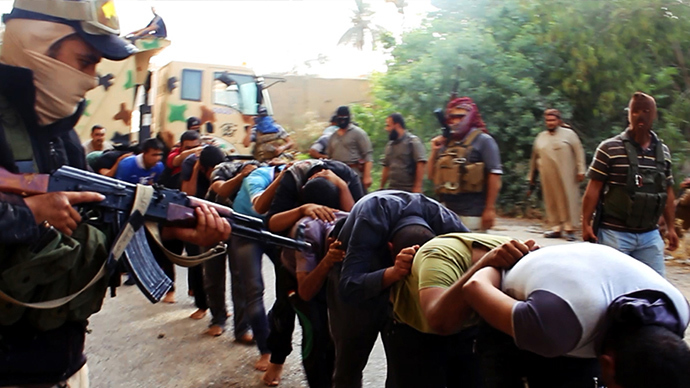 An image uploaded on June 14, 2014 on the jihadist website Welayat Salahuddin allegedly shows militants of the Islamic State of Iraq and the Levant (ISIL) capturing dozens of Iraqi security forces members prior to transporting them to an unknown location in the Salaheddin province ahead of executing them (AFP Photo / HO)