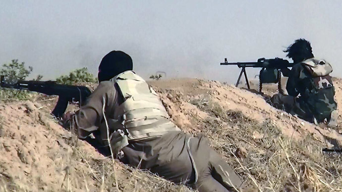 An image made available by the jihadist Twitter account Al-Baraka news on June 13, 2014 allegedly shows Islamic State of Iraq and the Levant (ISIL) militants clashing with Iraqi soldiers at an undisclosed location close to the Iraqi-Syrian border, in the district of Sinjar, northwest Iraq. (AFP Photo)