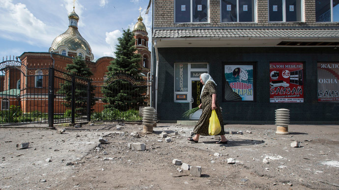 A woman walks at a site of explosion after overnight shelling on a market in the eastern Ukranian city of Slaviansk (Reuters / Shamil Zhumatov)