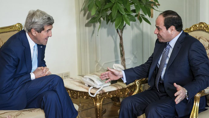Egypt's President Abdel Fattah al-Sisi (R) and US Secretary of State John Kerry talk before a meeting at the Presidential Palace on June 22, 2014, in the capital Cairo. (AFP Photo / Brendan Smialowski)