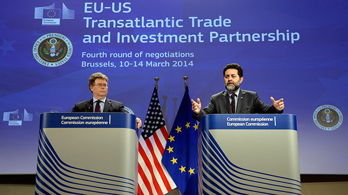 European Union chief negotiator Ignacio Garcia Bercero (R) and US chief negotiator Dan Mullaney give a joint press conference following the fourth round of negotiations of the Transatlantic Trade and Investment Partnership (TTIP) held at the EU Commission headquarters in Brussels, on March 14, 2014 (AFP Photo)