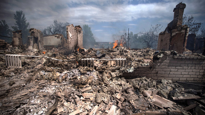 A view of a house destroyed in an air strike carried out by Ukrainian armed forces in the village of Stanitsa Luganskaya , on July 2, 2014. (AFP Photo)
