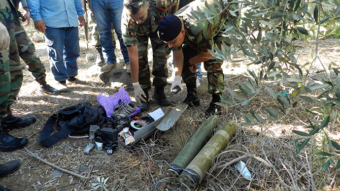 ebanese Army soldiers dismantle two unfired rockets from their launching site in the area of Majidiyeh, one kilometer from the Israeli border in southern Lebanon, on July 11, 2014 (AFP Photo / STR)