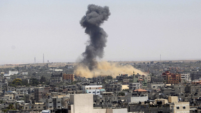 Smoke rises following what witnesses said was an Israeli air strike in Rafah in the southern Gaza Strip July 16, 2014. (Reuters/Ibraheem Abu Mustafa)