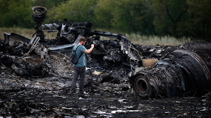 A journalist takes photographs at the site of Thursday's Malaysia Airlines Boeing 777 plane crash near the settlement of Grabovo, in the Donetsk region July 18, 2014 (Reuters / Maxim Zmeyev)