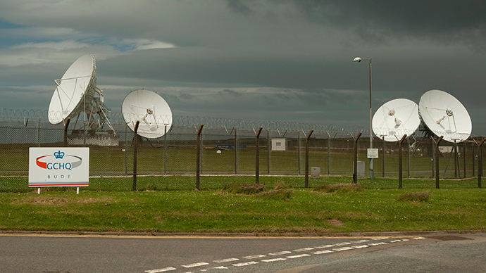 Satellite dishes are seen at GCHQ's outpost at Bude, close to where trans-Atlantic fibre-optic cables come ashore in Cornwall, southwest England (Reuters / Kieran Doherty)