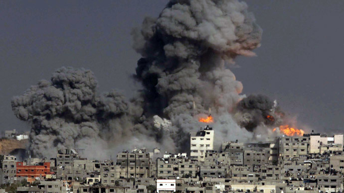Heavy smoke and fire billow following an Israeli military strike in Gaza City on July 29, 2014.(AFP Photo / Ashraf Amra )