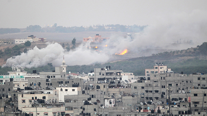 Smoke and flames are seen during Israeli offensive in the east of Gaza City July 30, 2014 (Reuters / Ahmed Zakot)