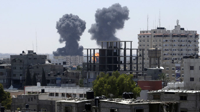 Smoke and flames are seen following what witnesses said were Israeli air strikes in Rafah in the southern Gaza Strip August 1, 2014. (Reuters/Ibraheem Abu Mustafa)