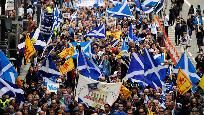 Pro-independence supporters march in Edinburgh on September 21, 2013 for a march and rally in support of a yes vote in the Scottish Referendum to be held on September 18, 2014 (AFP Photo / Andy Buchanan)