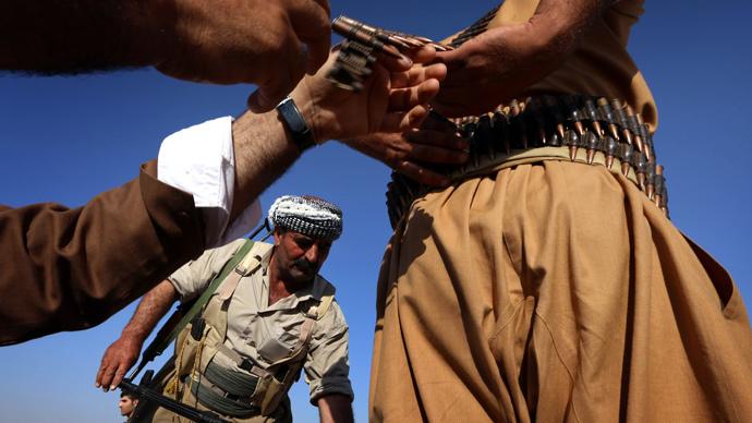 Iraqi Kurdish Peshmerga fighters take position on the front line in Khazer, near the Kurdish checkpoint of Aski kalak, 40 km West of Arbil, the capital of the autonomous Kurdish region of northern Iraq, on August 8, 2014. (AFP Photo / Safin Hamed)