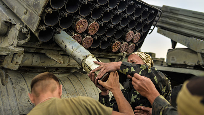 Ukrainian soldiers charge a Grad multiple rocket launcher system, near the eastern Ukrainian city of Shchastya, Lugansk region, on August 18, 2014. (AFP Photo / Aleksey Chernyshev)