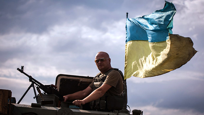 A column of Ukrainian forces rides on the frontline not far from the eastern Ukrainian city of Debaltseve, Donetsk region on August 25, 2014. (AFP Photo / Oleksandr Ratushniak)