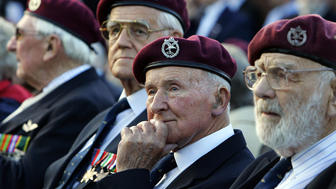 British veterans attends a commemoration ceremony to mark the 63th anniversary of Operation Market Garden, the battle of Arnhem at the Airborne monument in Arnhem, 21 September 2007 (AFP Photo)