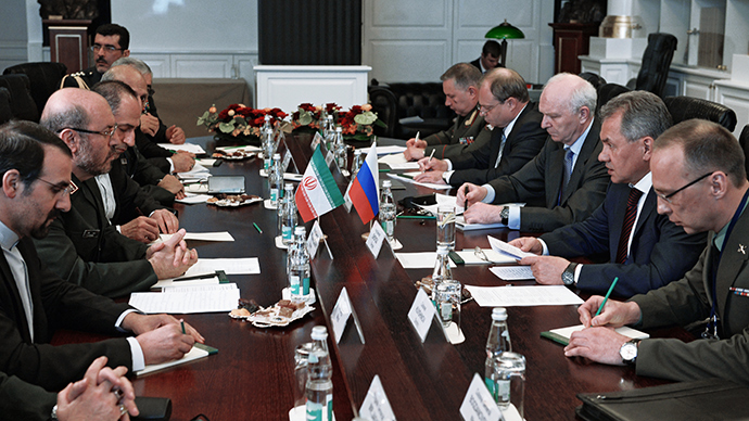 Russian Defense Minister Sergey Shoigu (second right) and Iran's Minister of Defense Brigadier General Hossein Dehghan (second left) at the 4th Moscow Conference on International Security (RIA Novosti / Iliya Pitalev)