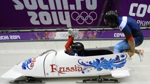 El equipo ruso de bobsled gana la medalla de oro con un nuevo récord olímpico