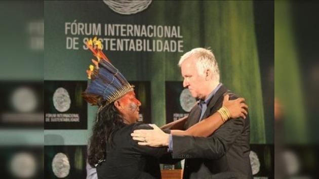 James Cameron se une a protestas ecologistas contra una presa en Brasil