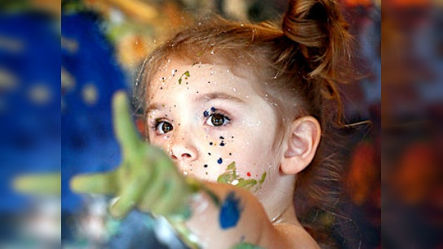 Una galería de Nueva York vende cuadros de una artista de cuatro años