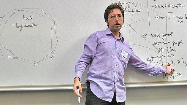 Un científico peruano demuestra un problema matemático de 271 años de antigüedad