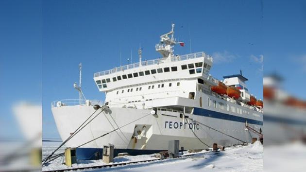 Primer barco de pasajeros en cruzar la ruta del Ártico llega a Vladivostok