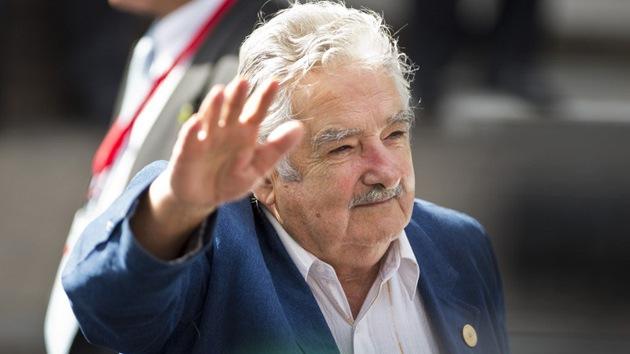 Mujica se baja del trono: hay un nuevo 'presidente más pobre del mundo'