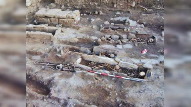 Aparece en Italia el esqueleto de una bruja medieval con siete clavos en la boca