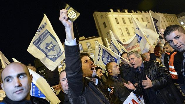 Policías portugueses protestan contra la subida de impuestos más fuerte en la historia