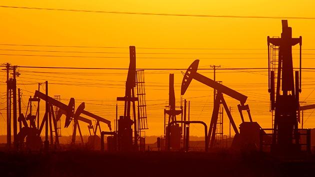 El petróleo se hunde: ¿Han desatado Arabia Saudita y EE.UU. una guerra de precios?