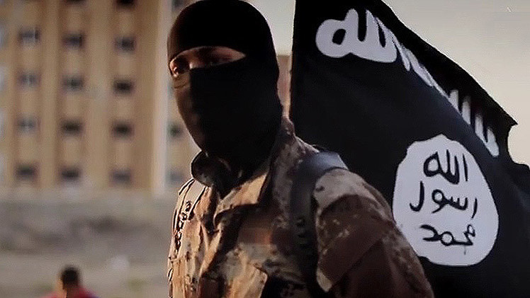 Foto falsa de 'yihadista John' se hace viral en la Red