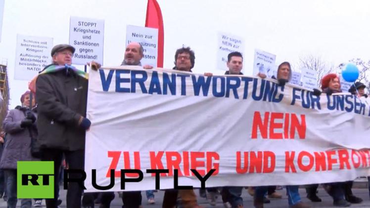 Video: Miles de personas protestan en Berlín contra la OTAN y política antirrusa