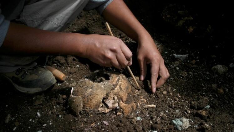 Reino Unido: Resuelven el misterio de un antiguo esqueleto con una rara daga