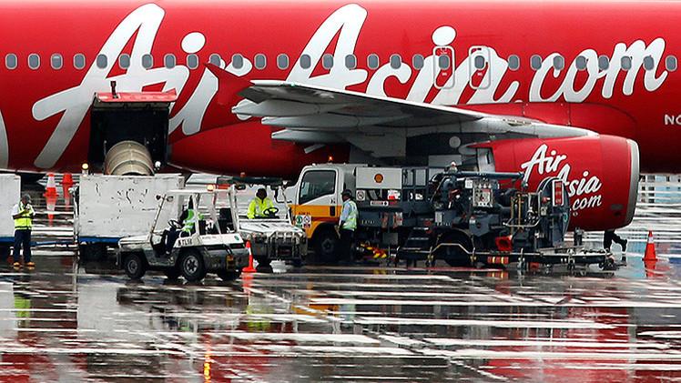 Investigadores creen que el avión de AirAsia está en el fondo del océano